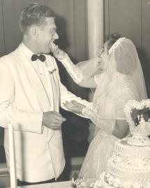 Wedding cake bites copy (2)